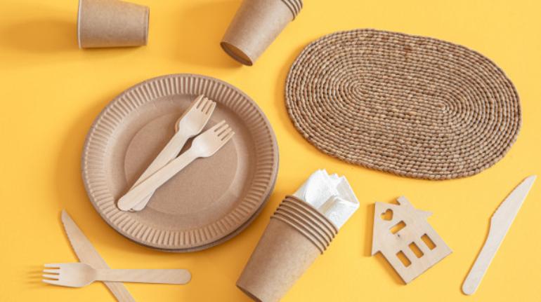 talheres-de-papel-reciclavel-ecologicos-e-elegantes_169016-4319
